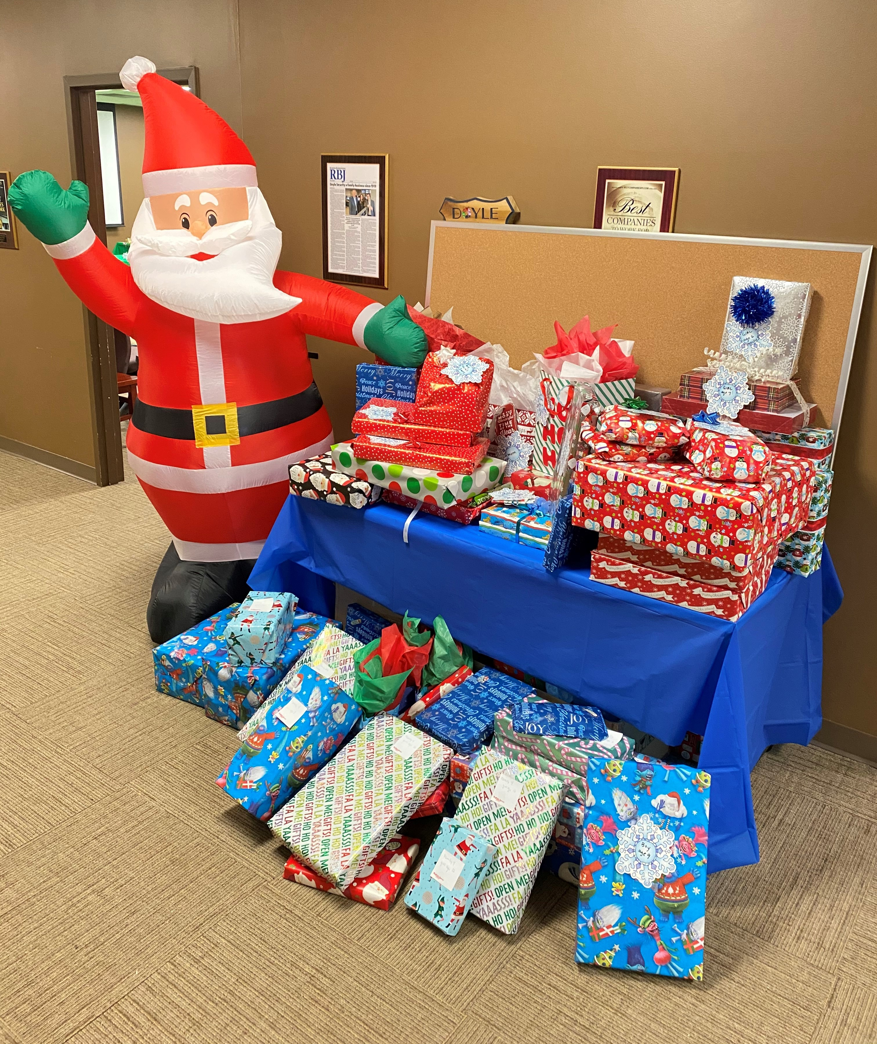 Santa and his gifts-2